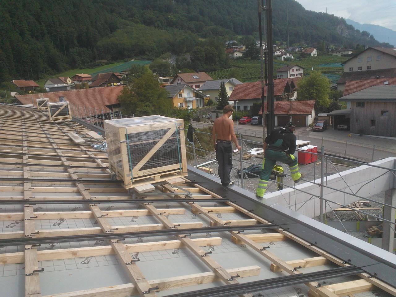 PV-Anlage 55kw Schulhaus Heiligkreuz. Modul: Indach Megaslate 170W (Swissmade)