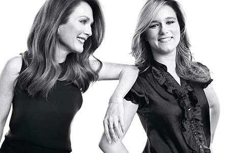 A droite, Brettany Wenger en compagnie de l'actrice Julianne Moore lors d'une séance photo pour Woman of Worth de l'Oréal Paris.