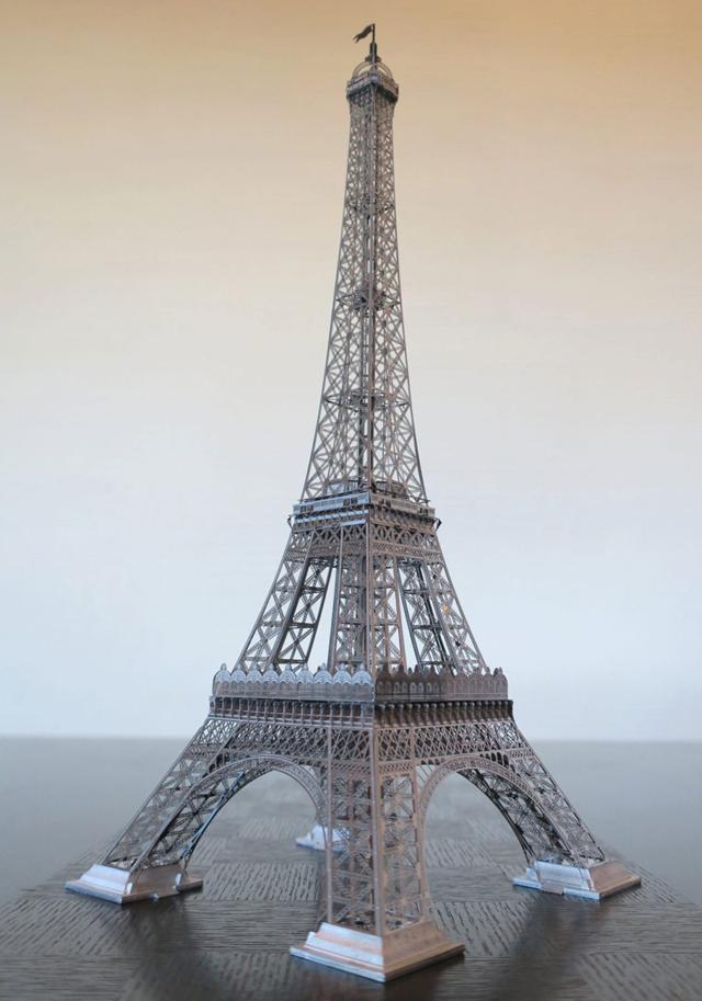 エッフェル塔模型の内部構造