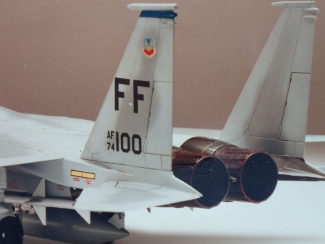 タミヤ 1/48 F-15。撮影前日、一晩で仕上げました。機体の反対側は塗装もマーキングも省略。