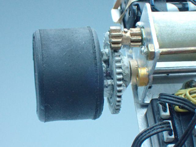 ピニオンギヤはプラ板。デフのベベルギヤはエポパテに+ドライバーでそれっぽく成形。