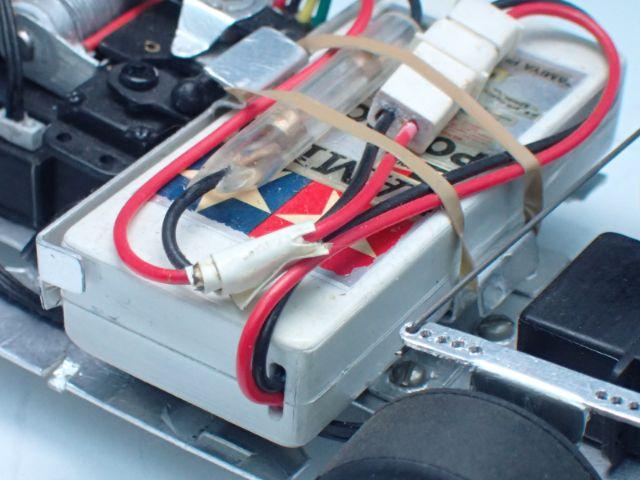 バッテリーやホルダーも1/2にプラ板工作。