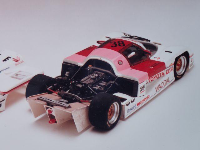 レーシングカーは実物とマーキングひとつ違ってもいけません。この作品では堅実さをアピール。