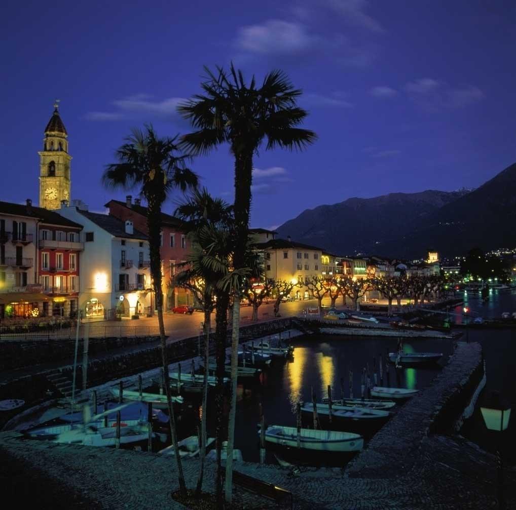 Die Piazza von Ascona bei Nacht