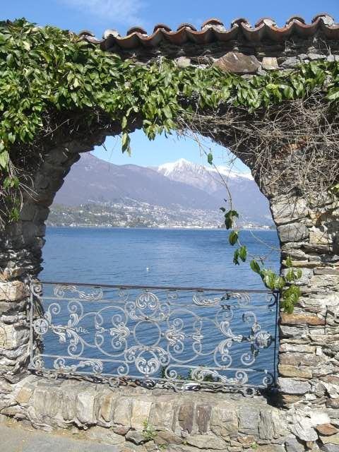 Blick von der Brissagoinsel nach Ascona