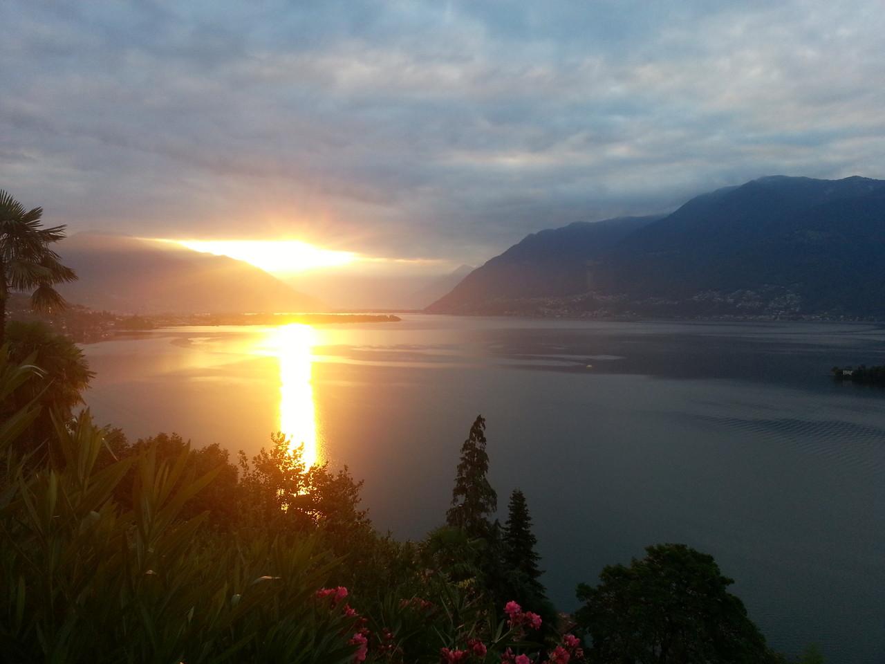 Sonnenaufgang über den Alpen