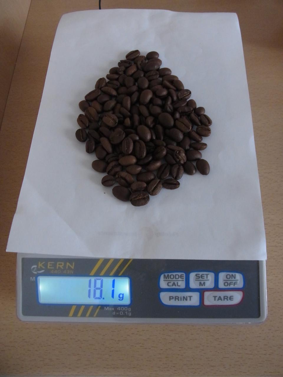 Grammgenaues Abwiegen der Bohnen (18 Gramm für ca. 300ml fertiges Getränk)