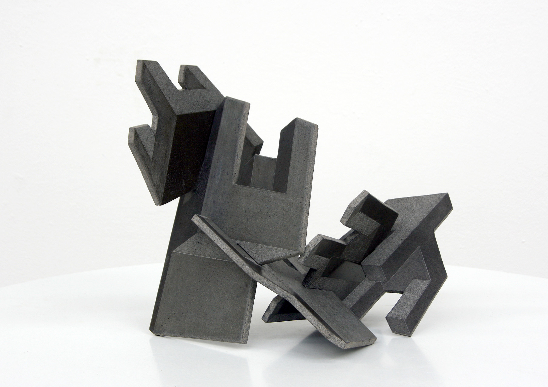 """Fünf Stühle "", Beton/Gravur, 33 x 38 x 32, 2010"