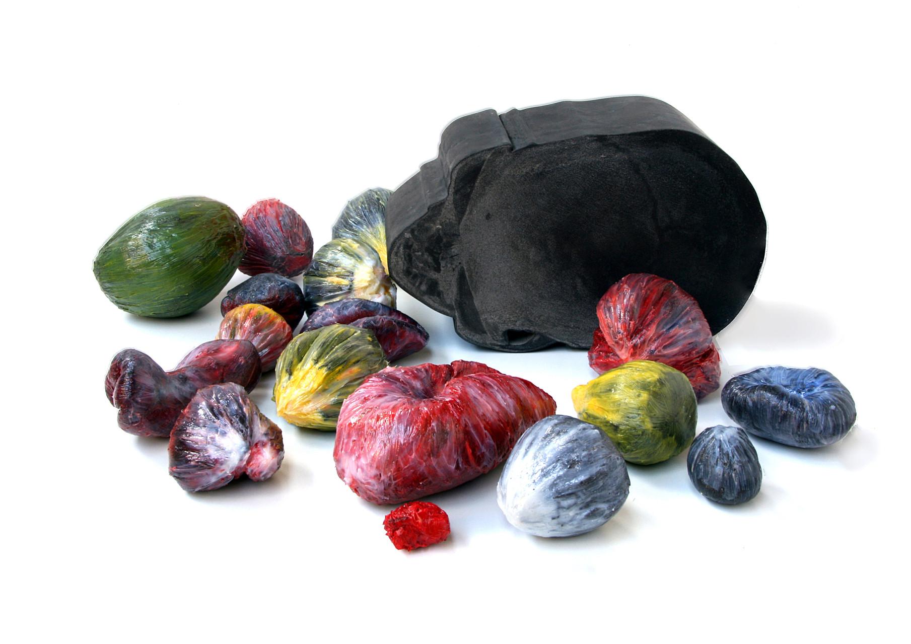 """""""meat-früchtchen-schädel"""", Beton/Gravur, Beton/Kunstharz/Pigmente,  Masse variable, 2009"""