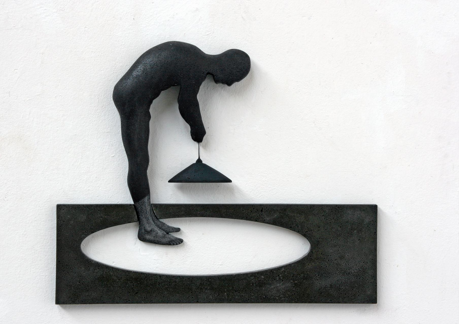 """Mann mit Lampe"", Beton / Gravur, 50 x 60 x 7, 2012"