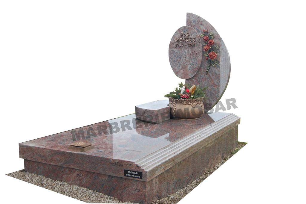 """Monument 1x2m en granit """"Rose Turpim"""", stèle design avec inscriptions, jardinière et roses patinées en bronze"""