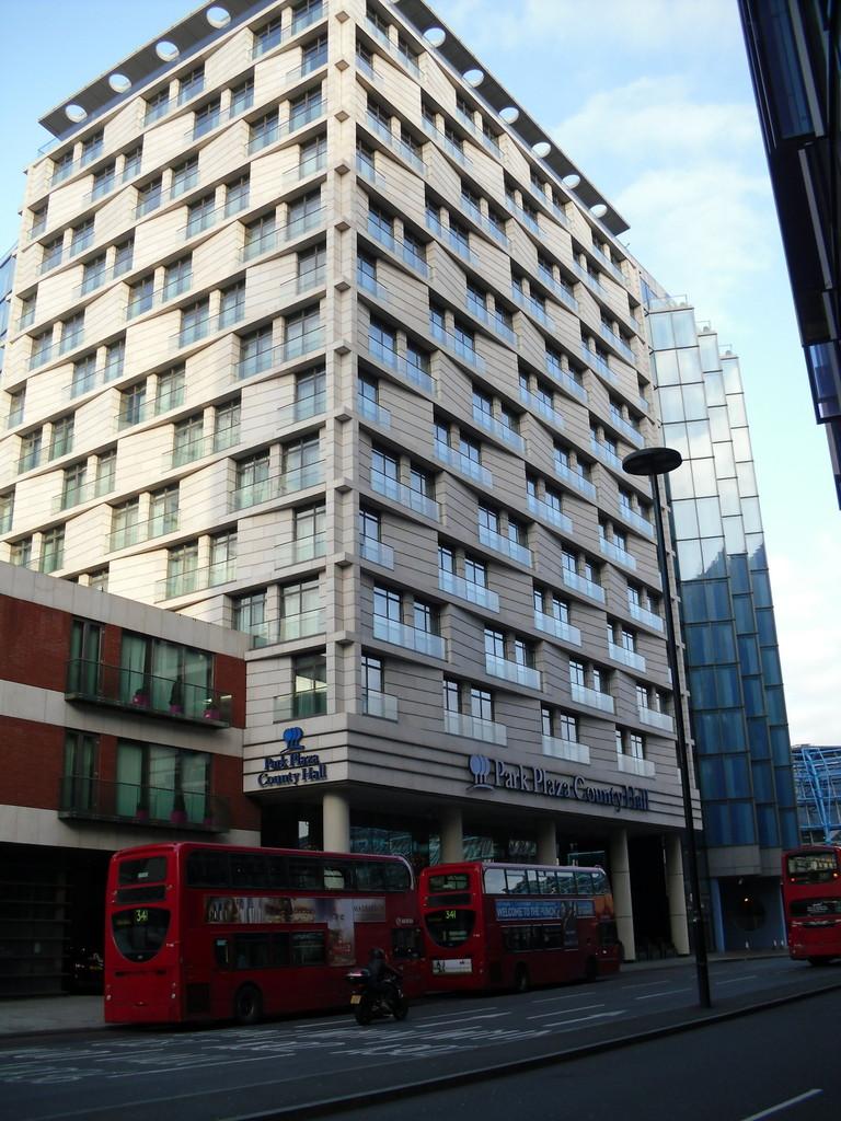 ロンドン・アイ+ウォータールー駅周辺のモダンなパークプラザホテル別館