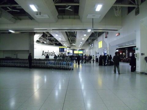 ターミナル4到着ロビー近辺