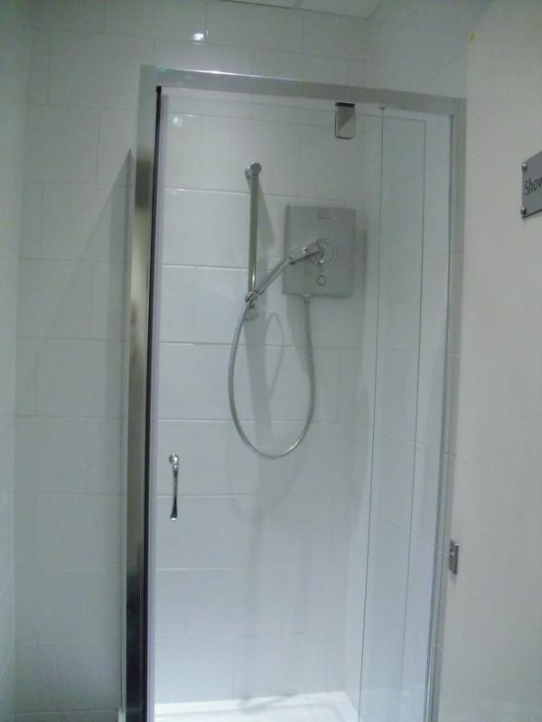 ロンドンのメイン校の寮のシャワー