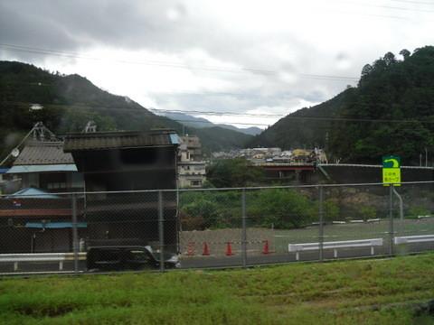 JRワイドビュー飛騨からの山あいの景色11
