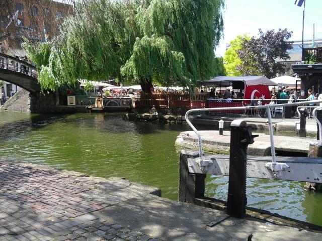 カムデン・タウン内運河