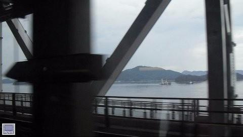 岡山駅から四国の高松に行く電車・車窓からの瀬戸内海の景色3