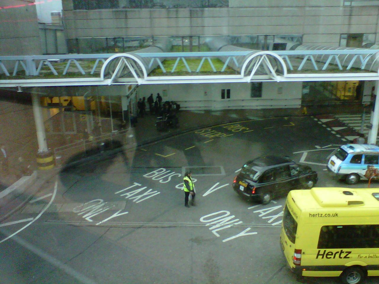 ターミナル3バス、タクシー駐車場