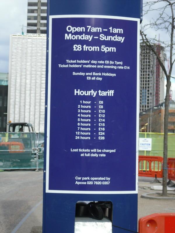 ロンドンアイの近くの駐車場の値段