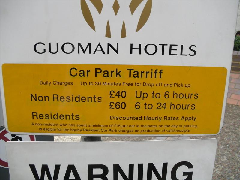 タワーブリッジ・ロンドン塔の近くのホテルの駐車場
