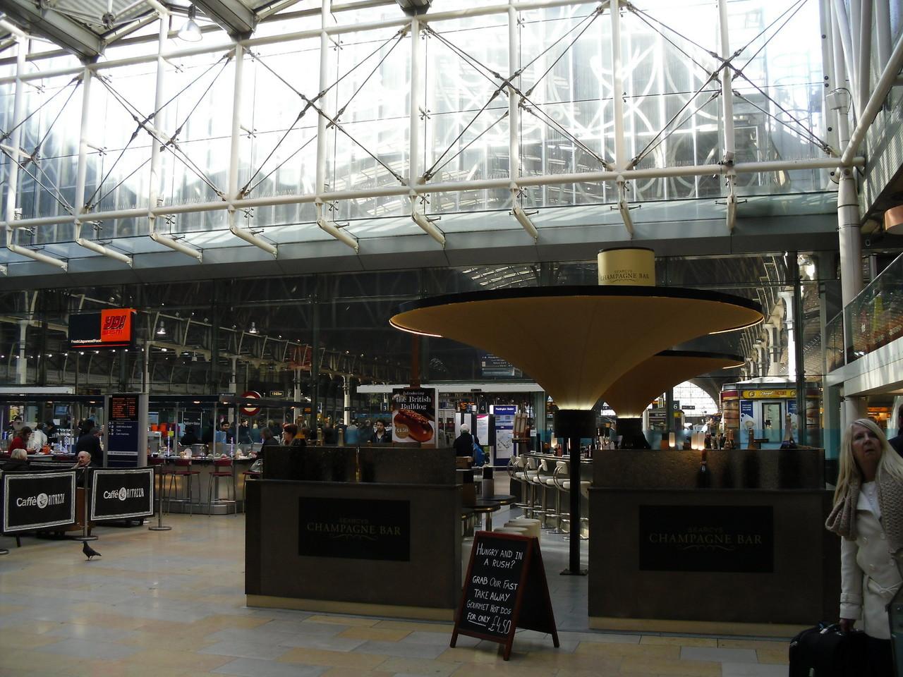 パディントン駅の内部です。