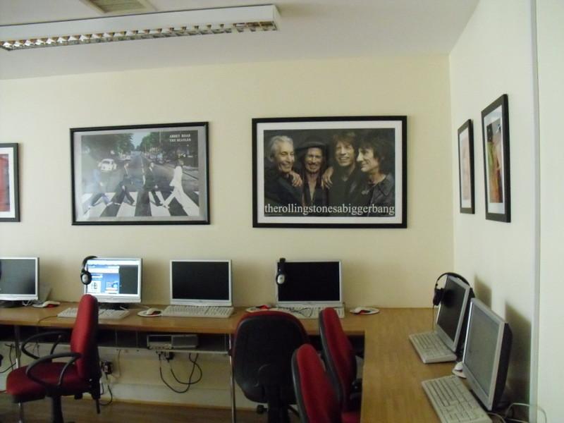 ロンドンのメイン校のインターネット室2