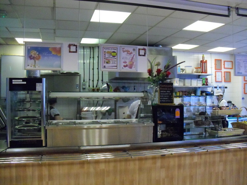 ロンドンのメイン校の食堂2