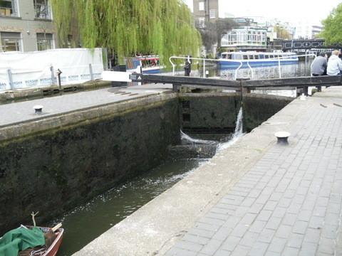 カムデン・タウン・マーケット内運河