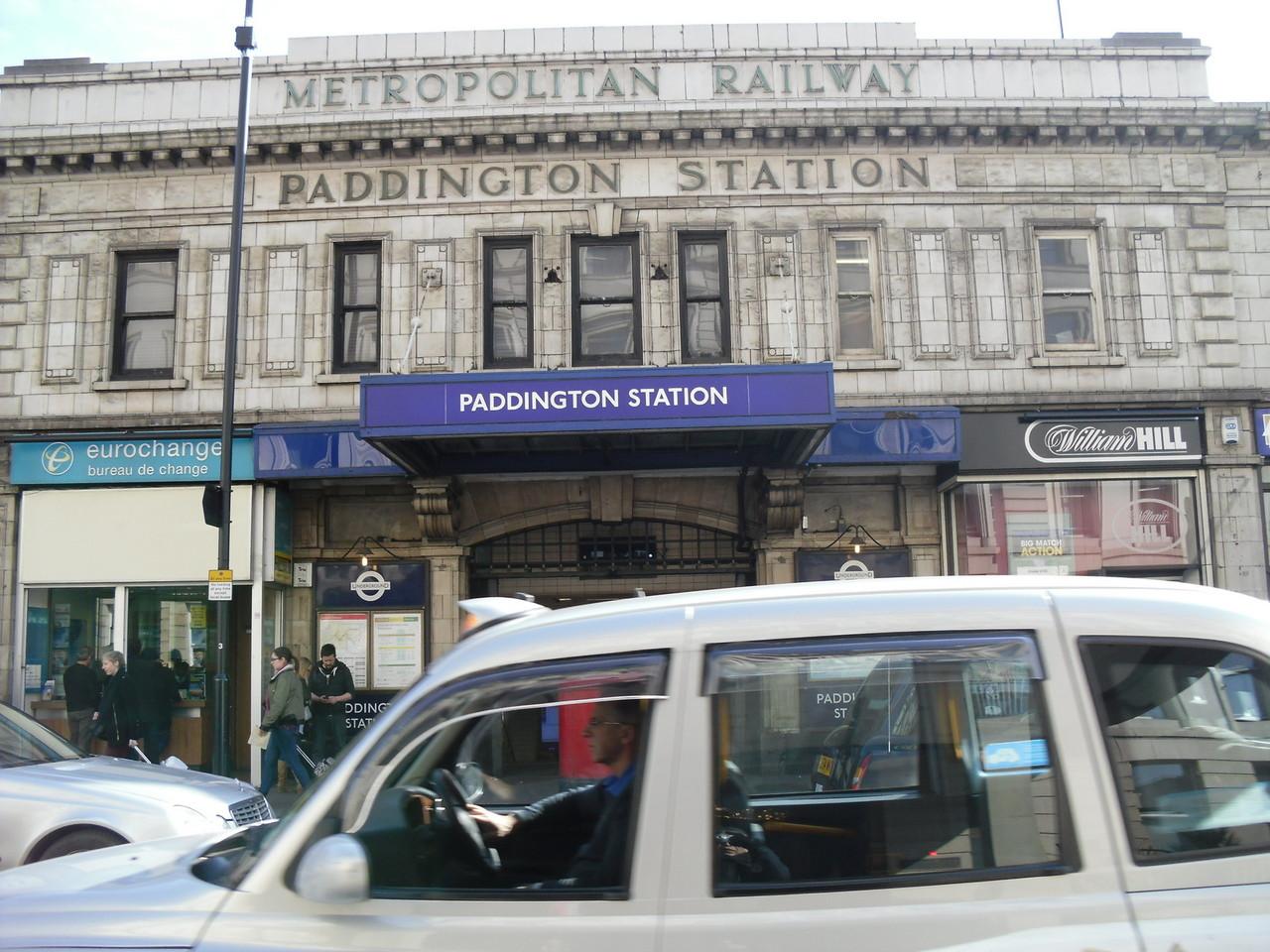 パディントン駅の向かいにある地下鉄のパディントン駅です。