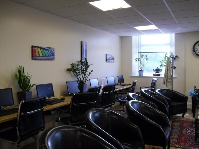 ロンドンのメイン校のインターネット室VIP用1