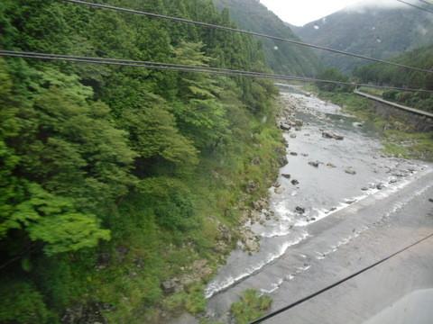 JRワイドビュー飛騨からの山あいの景色12