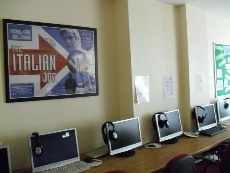 ロンドンのメイン校のインターネット室