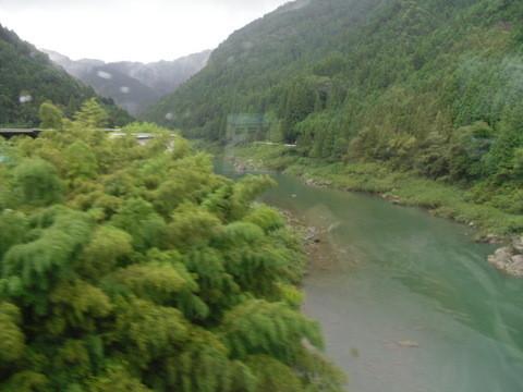 JRワイドビュー飛騨からの山あいの景色13