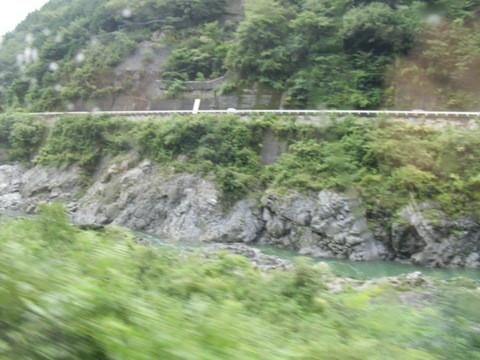 JRワイドビュー飛騨からの山あいの景色7