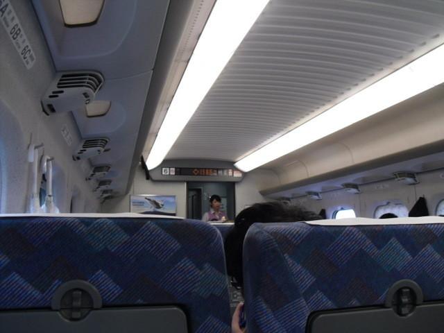 新幹線で京都に行きます。
