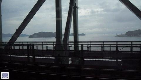 岡山駅から四国の高松に行く電車・車窓からの瀬戸内海の景色