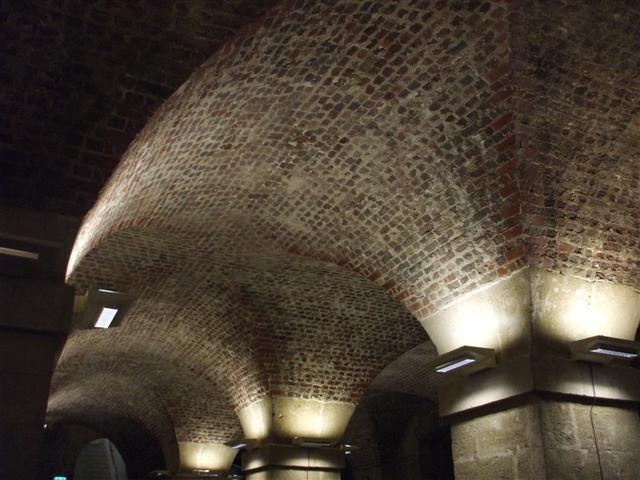 STマーチンズ・フィールド教会の地下のカフェの天井
