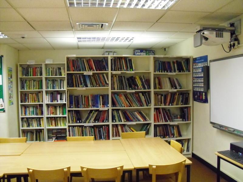 ロンドンのメイン校の図書館
