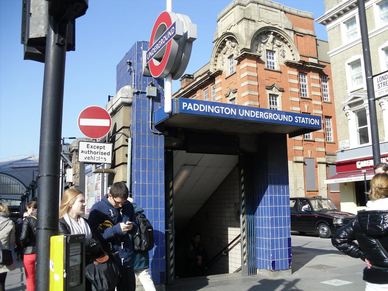 パディントンの地下鉄の出入り口です。