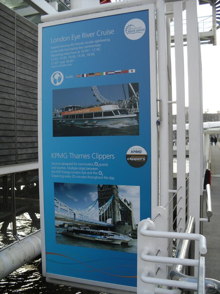 ロンドン・アイ前のテムズ川周遊ボート案内2
