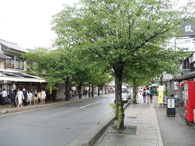 渡月橋への道中の商店街6