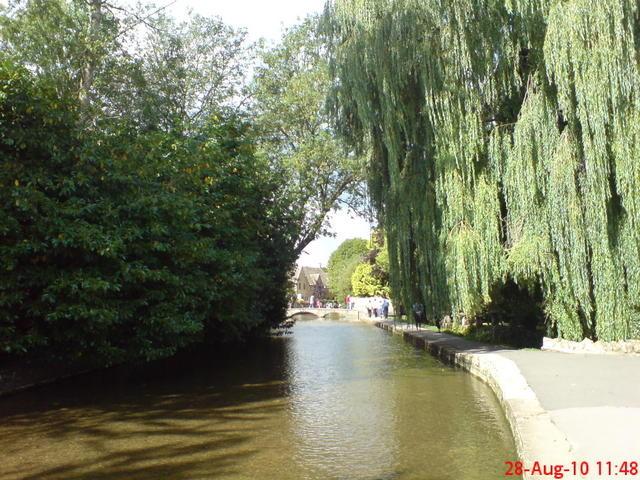 ボートン・オン・ザ・ウォーターの小川