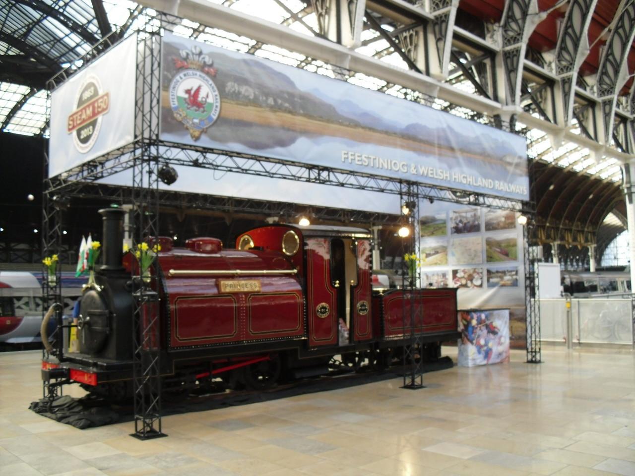 昔の電車が飾ってあります。