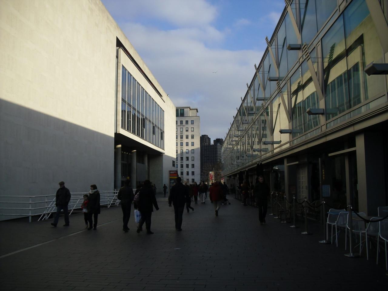 フェスティバルホール外側2