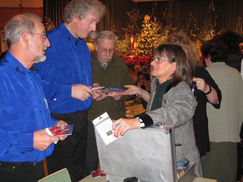 Weihnacht der Stars  Autogramme fernab der Heimat
