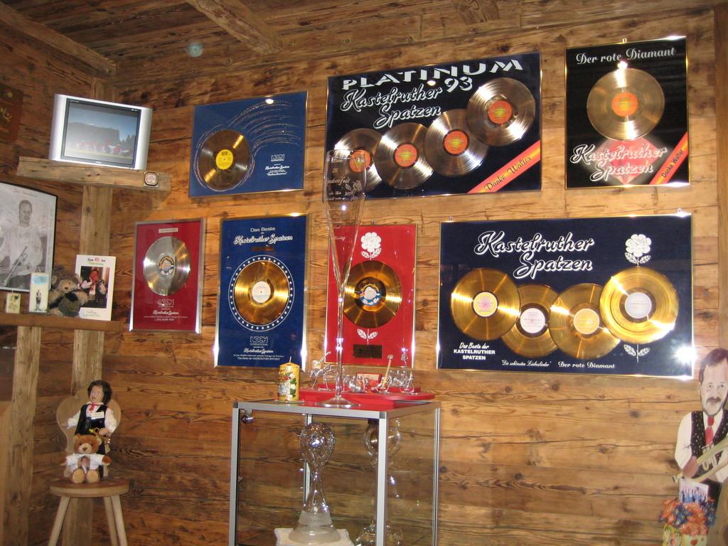 Kastelruther Spatzen Laden mit Spatzen-Erlebniswelt