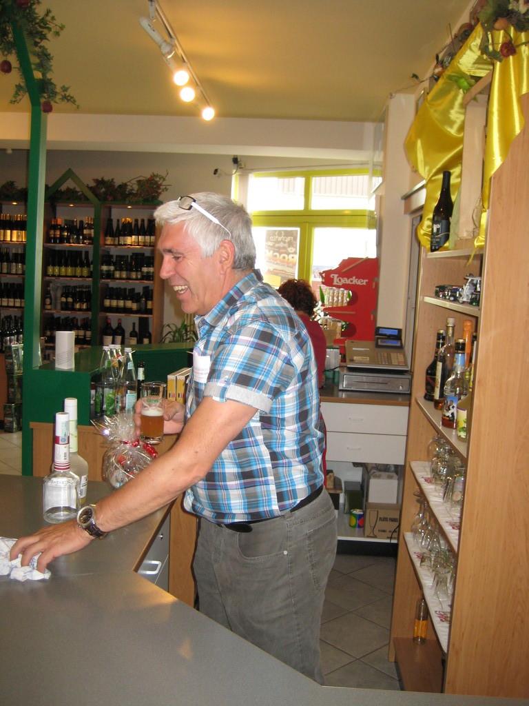 Smalltalk mit Albin Gross Manager und Mitglied der Spatzen (in seinem Getränkegroßmarkt)