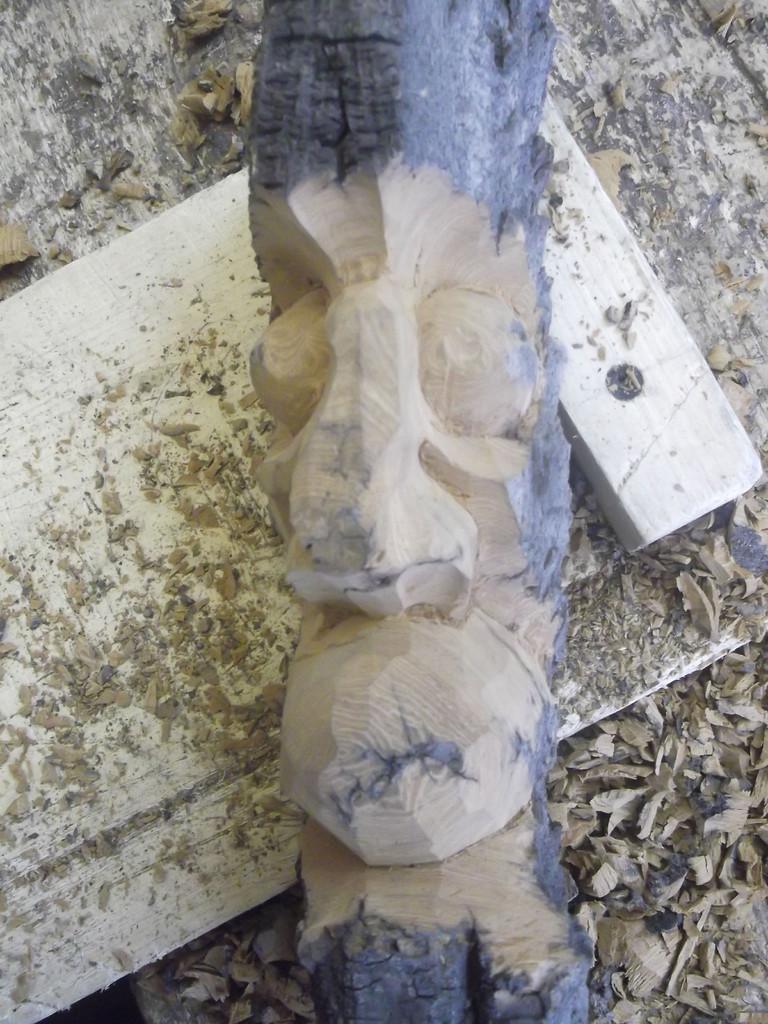 Сформировались грубые очертания маски