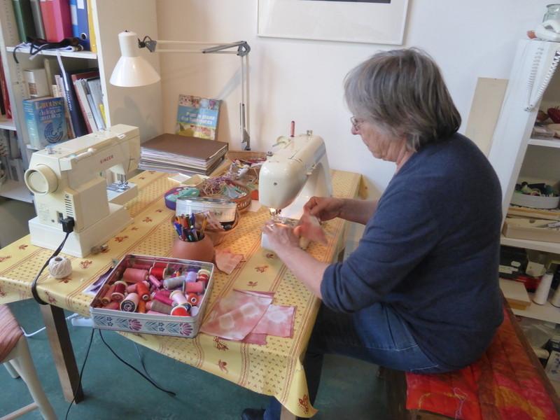 A l'atelier couture de la Fondation...