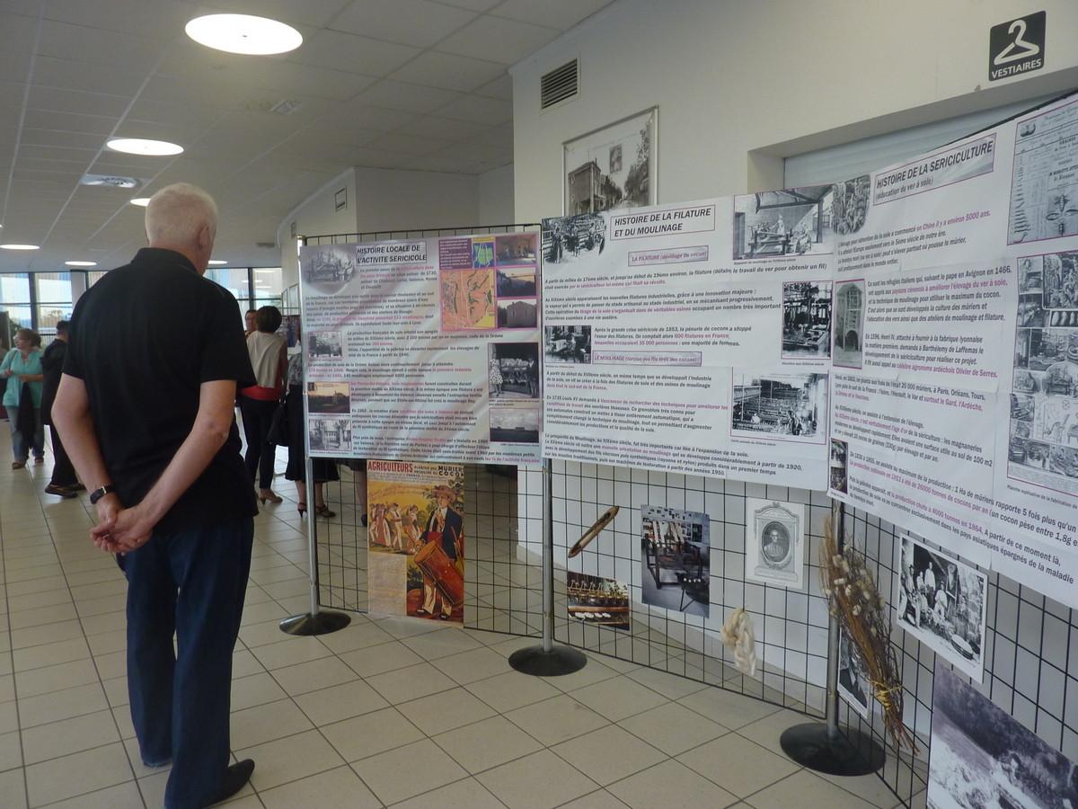 """Les panneaux sur la mémoire de la soie ont été conçus avec l'aide de """"Mémoire Vivante"""""""